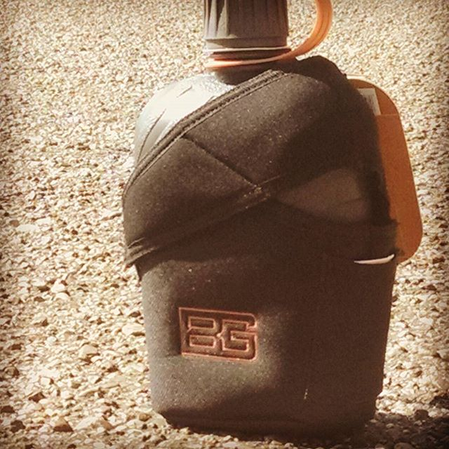 Holding up to 1 liter of water, this Bear Grylls Canteen 31-001062 is a must have if you are tackling extreme heat or if you just want to stay hydrated out on the trail beargrylls gerber survival h2o