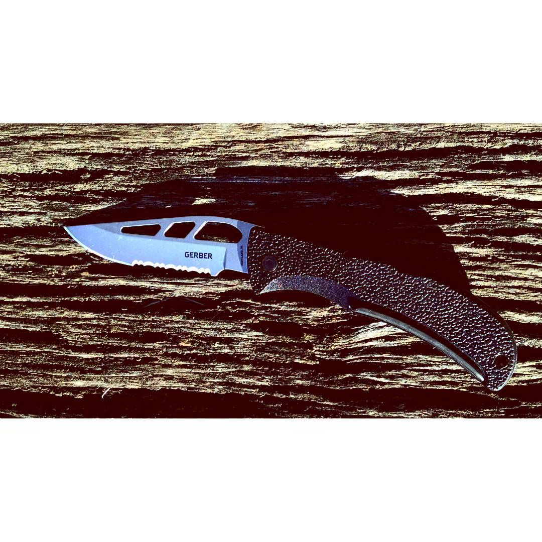 Gerber E-Z Out Skeleton Serrated Knife Model #: 06751 46751  Smooth stainless steel blade with textured handle and grip. Not to mention its a great one handed knife. Overall it can handle any type of environment.  #gerber #outdoors #superstrong #thatpicturetho #gerberonpoint #like4like #bestknivesofinstagram