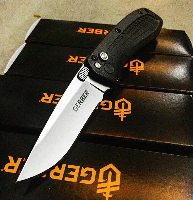 Gerber US-Assist 420HC 30-001206. Features a ball bearing system to reduce friction as the blade jumps to action! Get yours today at Gerber-tools.com ! #gerber #US #assist #fine #edge #420HC #30-001206