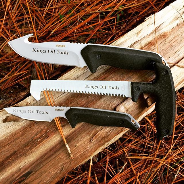 Gerber Moment Field Dress Kit III 31-002683.  Three great tools that comes with a sheath big enough to hold them all. Get prepared for hunting season now. #huntinggear #fielddress #guthook #gerbermoment