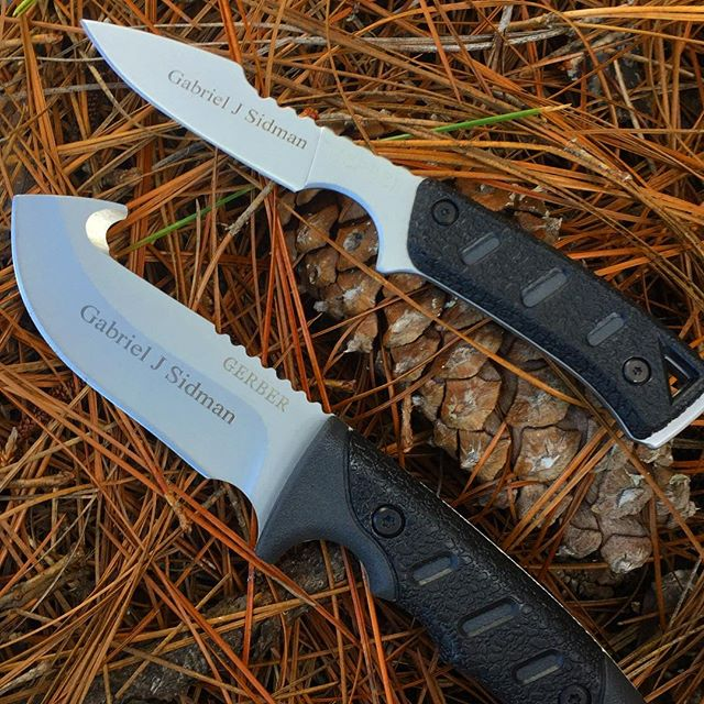 Gerber Metolius Kit Gut Hook and Caper 31-000295.  Kit comes with a sheath big enough to fit both knives. #31-000295 #metolius #guthook #caper #gerber